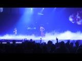 Деми исполняет «Nightingale» на концерте в Канзас-Сити, 23 сентября.